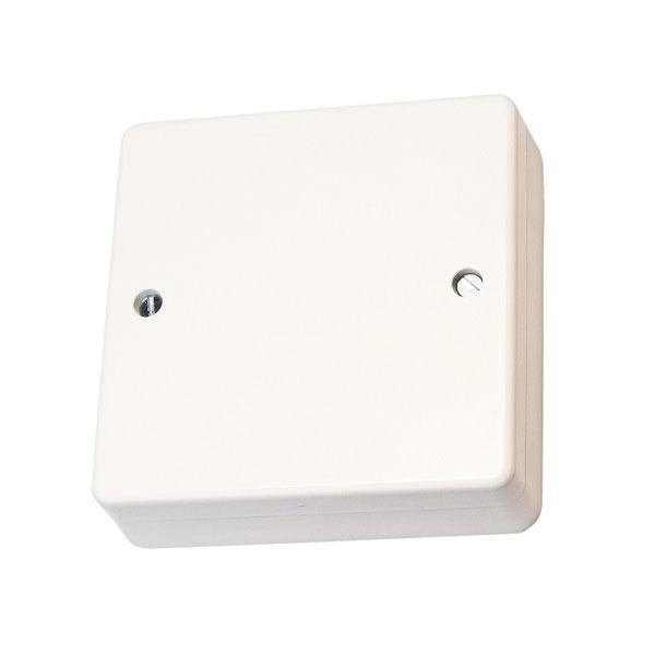 FOC-808 | Unidad de 4 entradas / 2 salidas que se conecta a una línea del Panel de control de luz de emergencia FOC-798 (EL-2), desde la cual recibe alimentación