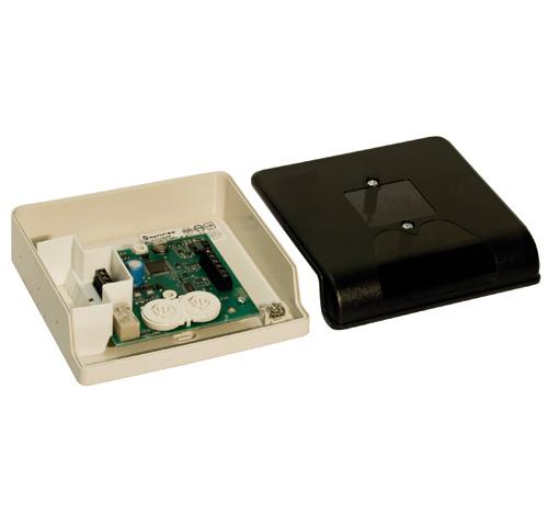 NOTIFIER-120 | Módulo de control direccionable para poder realizar las maniobras de activación/desactivación a través del lazo de comunicaciones en sistemas que trabajen con tensiones de 240Vca, mediante un contacto libre de tensión NA/NC independiente.