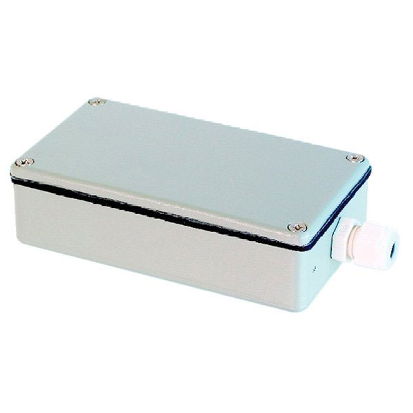 DEM-680 | Metal casing with heater for protection against adverse weather conditions