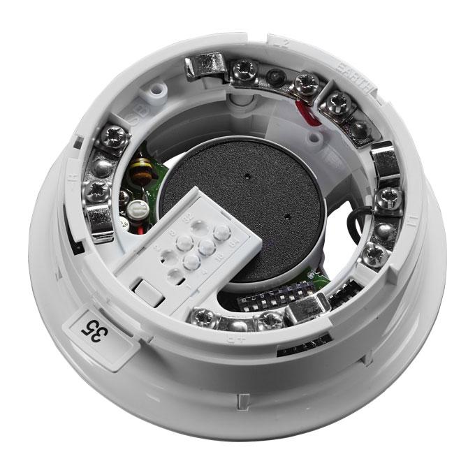 FOC-447 | Base con sirena integrada y aislador de cortocircuito para detectores XP95